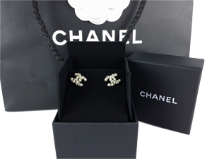 BRAND NEW Chanel Pearl CC Logo Silver Earrings